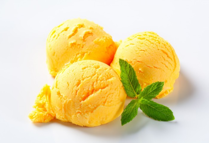 Scoops-of-yellow-ice-cream-with-mint