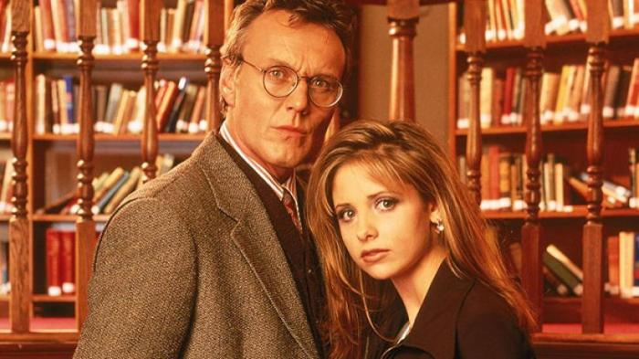 sarah_michelle_gellar_library_buffy_the_vampire_slayer_summers_rupert_giles_anthony_stewart_head_books_novels_library